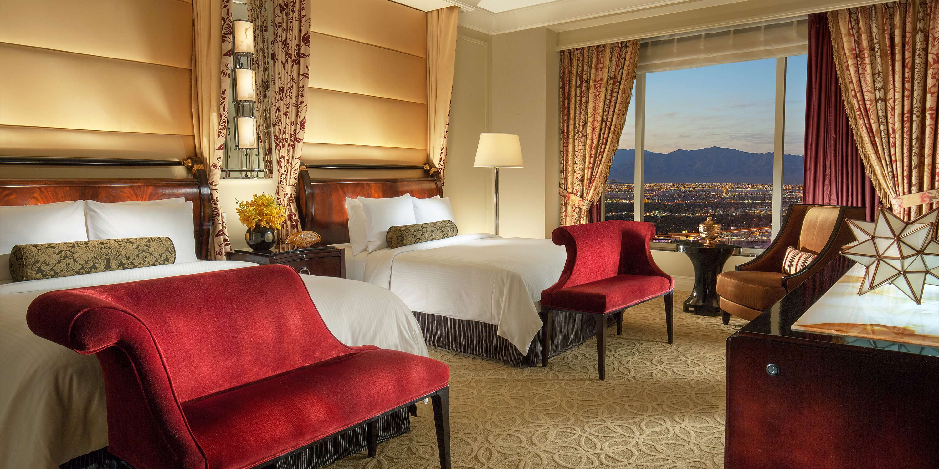 The Palazzo® Las Vegas offers spacious suites with a separate living area and a dining table. In-room media includes 2 LCD HD TVs, a DVD player and high-speed Internet access. In-room media includes 2 LCD HD TVs, a DVD player and high-speed Internet access.9/10(K).